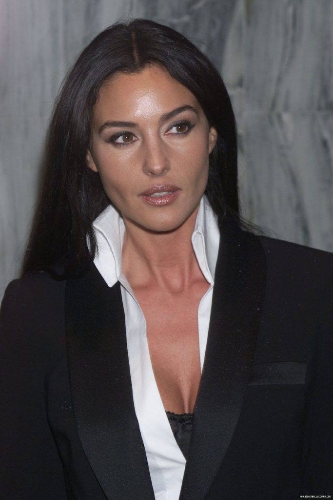 monica bellucci 7 iconic outfits, all the pretty horses premiere 2000, french cuff shirt, satin tuxedo